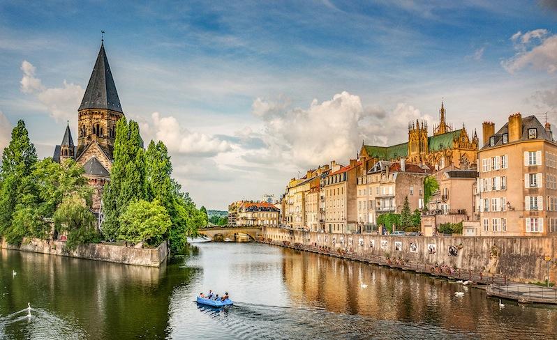 Ville de Metz - Temple neuf et rivage de la moselle